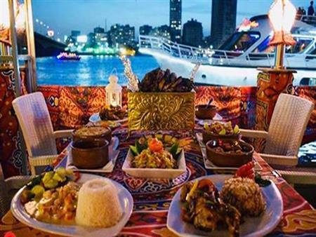 بأسعار تبدأ من 100 جنيه..قائمة بأبرز الأماكن للإفطار والسحور على النيل