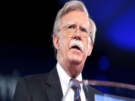 """كيف استدرج """"الصقر الأمريكي"""" بريطانيا إلى المواجهة مع إيران؟"""