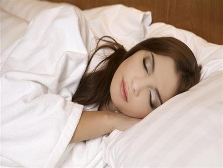 4 خطوات تحتاجها بشرتك كل يوم قبل النوم