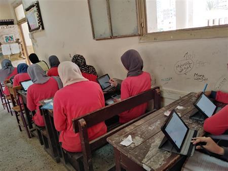 في أول يوم.. تداول امتحان اللغة العربية لثانية ثانوي ( صور)