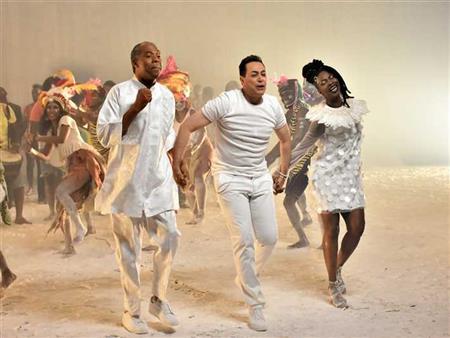 نكشف كواليس تصوير كليب أغنية حكيم في كأس أمم إفريقيا
