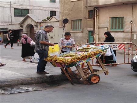 الصيف في الإسكندرية.. مهن تنتعش وشباب تبحث عن فرص جديدة للرزق (صور)