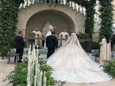 بالصور-عروس نجل إيلي صعب تخطف الأنظار بـ3 فساتين في حفل زفاف ملكي