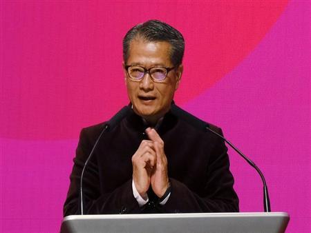"""وزير المالية في هونج كونج يحذر من """"إعصار اقتصادي"""" يلوح في الأفق"""