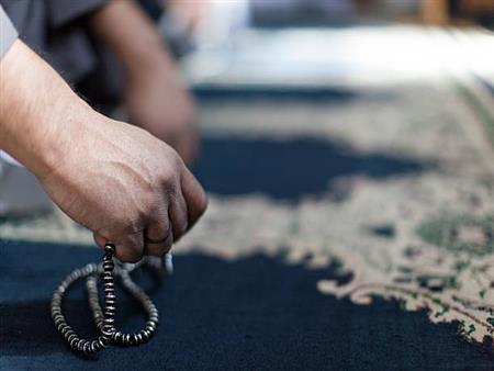 الجمع والتفريق والترتيب في أذكار ما بعد الصلاة.. تعرف عليه من فضيلة المفتي