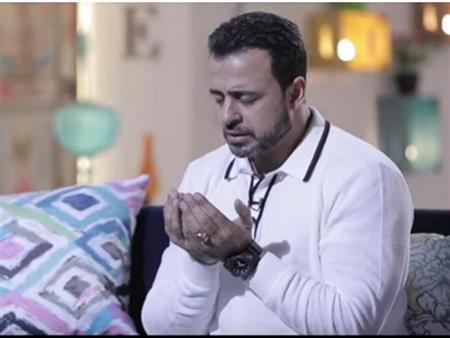"""مصطفى حسني مناجياً ربه """"ومضيت أبحث بين الخلق راحةً"""""""