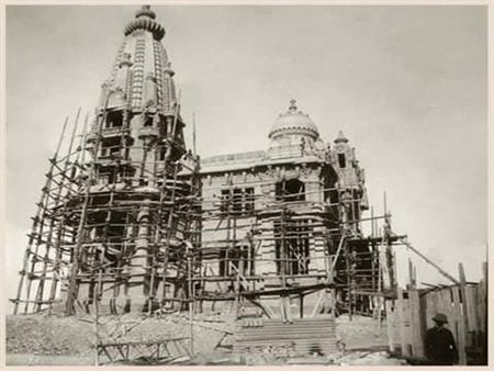"""""""البناء المصري البطل الحقيقي""""..  4 صور نادرة لإنشاء قصر البارون"""