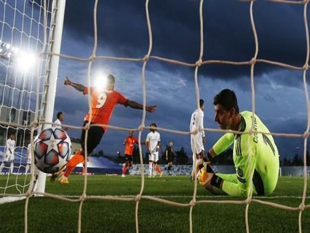 """بالفيديو.. """"ريمونتادا لم تكتمل"""".. سقوط ريال مدريد أمام شاختار بالأبطال"""