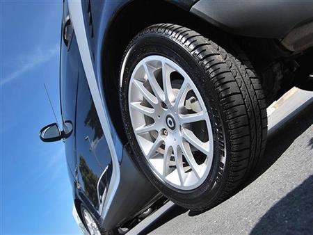 كيف تلاحظ أضرار الإطارات أثناء القيادة؟