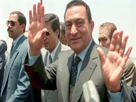 """مبارك """"بلا حواجز"""" في مذكرات رجاله: """"منوفي حدق.. وحكاية مقابلة أزعجته"""""""