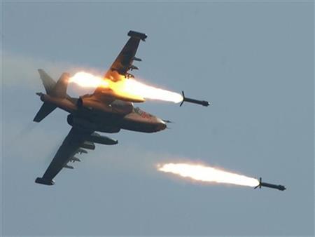 """طيران مجهول ينفذ غارات جوية قرب قاعدة """"الوطية"""" العسكرية غربي طرابلس"""