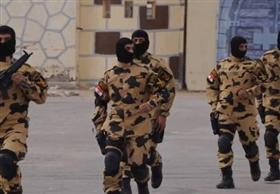 مصادر سيادية: قوات الصاعقة تمشط جنوب سيناء بحثا عن المتورطين في حادث طابا