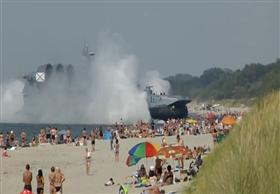 """سلاح غريب تابع للبحرية الروسية يخترق """"شاطىء"""" مزدحم بسبب عطل فنى"""