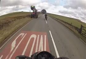 منع شخص من قيادة أي نوع من العربات بعد نشر فيديو حادث تعرض له