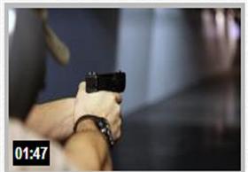 إماراتي يحاول إستخدام السلاح ... هكذا إرتدّ عليه