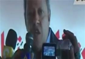 انهيار خيمة على رأس منير فخري عبد النور وزير التجارة والصناعة