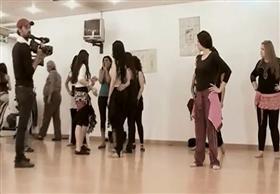 جدال ساخن بين الراقصة دينا و 15 راقصة