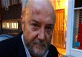 توجيه الاتهام لشخص اعتدى على النائب البريطاني جورج غالاوي