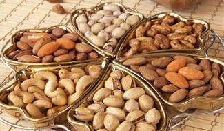المكسرات تحمي من السرطان وتمنع زيادة الوزن