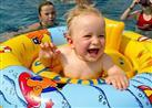 أخرج صغيرك من حوض السباحة إذا ازرقت شفتاه