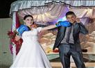 بالفيديو..  بدلاً من القبلات، عروسان يتبادلان اللكمات يوم زفافهما.. والسبب!