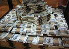 ضبط عامل بشركة صرافة قبل بيع 20 ألف دولار بالسوق السوداء