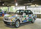 """بالصور.. بي إم دبليو تستعين بـ""""عجوز أفريقية"""" لتزيين بعض سياراتها"""