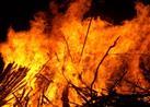 من هو التابعي الذي ألقي في النار ولم يحترق ؟!