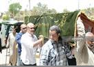بالصور.. وصول جثمان والدة المخرجين شريف وعمرو عرفة إلى مسجد السيدة نفيسة
