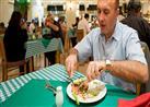 تعشق المطاعم؟.. 4 أمور يفضل أن تعرفها قبل طلبك لوجبة الطعام