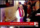 بالفيديو- البابا فرنسيس يضع الورود على آثار دماء شهداء البطرسية
