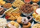 كيف تتغلب على شعورك بالرغبة في تناول السكريات والأطعمة المملحة؟