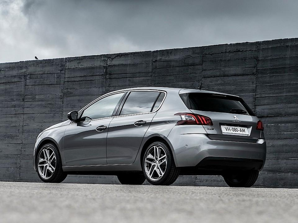 بيجو 308 2014-fresh-2014-peugeot-308-photos-leaked-shed-new-light-on-french-compact-photo-gallery-720p-10
