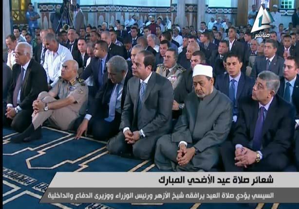 2014 10 4 6 50 40 331 شاهد الرئيس السيسي يصلي صلاة العيد بمسجد السيدة صفية