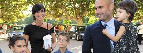 بالصور.. جوارديولا يتزوج بعد علاقة استمرت 20 عاما وأثمرت 3 أبناء-جوارديولا (1)