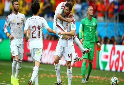 بالصور والفيديو- سقوط بطل العالم.. هولندا تكتسح إسبانيا وتثأر لنهائي 2010 بخماسية-1-(1)