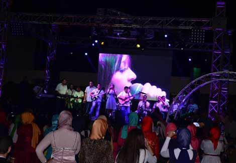 """بالصور.. جنات تغني """"حب جامد"""" لطلاب صيدلة الإسكندرية-7"""