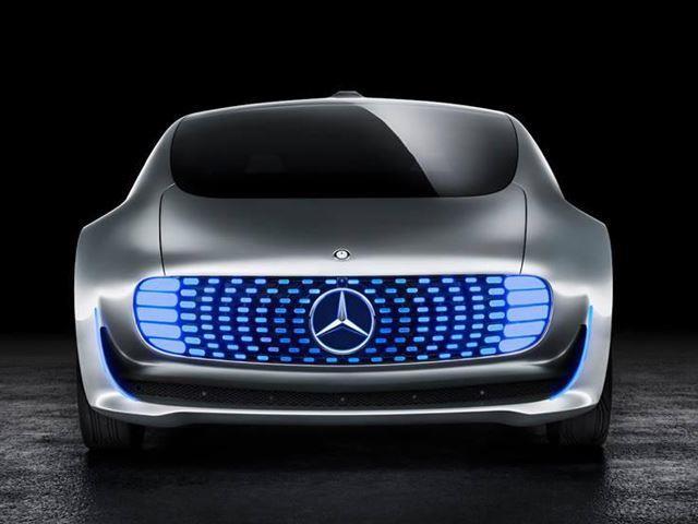 بالصور : مرسيدس تبتكر أول سيارة ذاتية القيادة فى العالم