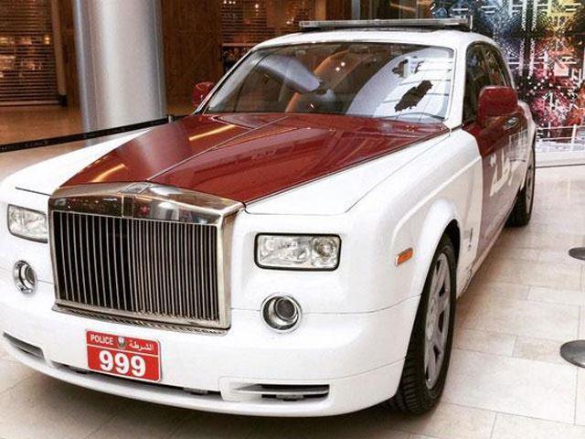 شرطة أبوظبي تضم رولز رويس فانتوم أفخم سيارة في العالم الى سياراتها