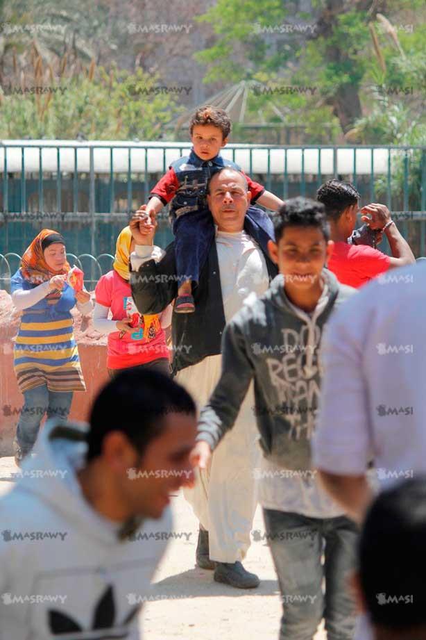 24 صورة ترصد غرائب وطرائف احتفالات المصريين بشم النسيم