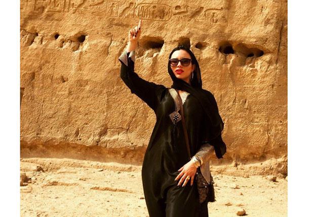 كلاكيت ثالث مرة .. تصوير فيلم إباحي بالأهرامات - (صور)