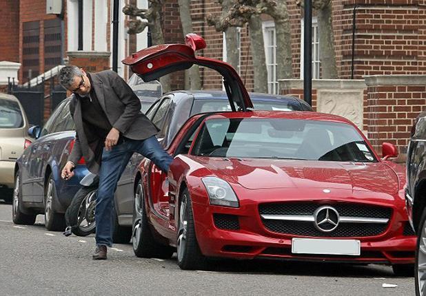 'مستر بين'' أسير عشق السيارات الفارهة coobra.net