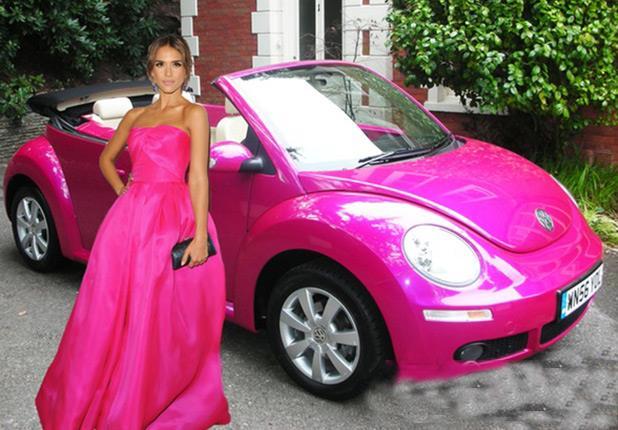 فنانات عالميات اخترن لون واحد لسياراتهن المختلفة! coobra.net