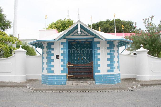 بسبب عفريت المالديف التي أصبح