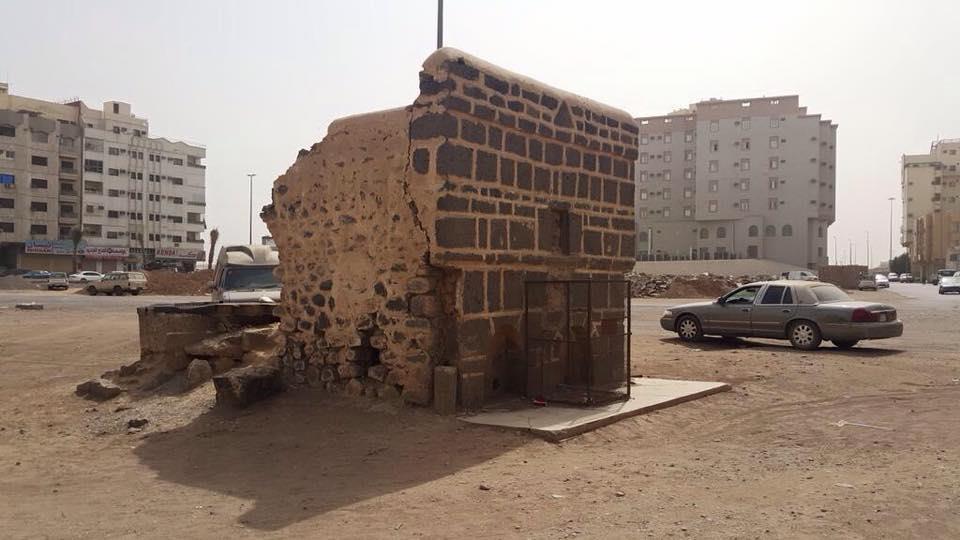 وبئر السيدة فاطمة الحسين بالمدينة