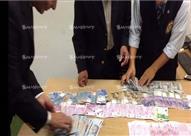 بالصور – ضبط روسية وأوكرانية حاولتا تهريب مليون جنيه في الملابس الداخلية بمطار برج العرب