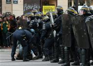 وزير داخلية فرنسا : اعتقال ١٧٤ شخصا في اشتباكات ساحة (لاربوبليك) بباريس