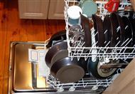 حين تخرج الأطباق متسخة من الغسالة.. فما العمل؟