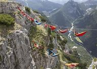 بالصور: أرجوحة في الهواء..أحدث أنواع المغامرات