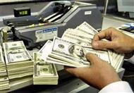 بعد الارتباك في البنوك.. الجنيه يرتفع أمام الدولار بالسوق السوداء